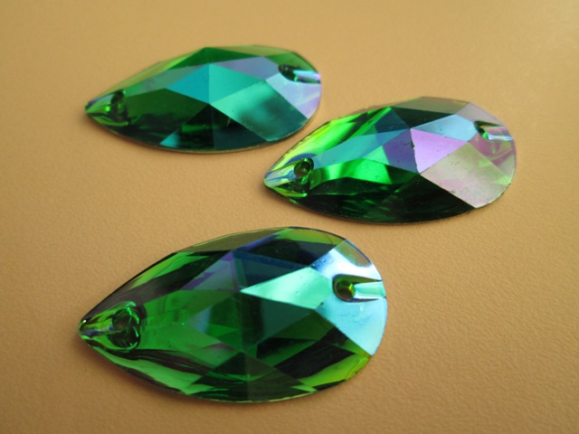Teardrop Synthetics 17*28 Emerald AB